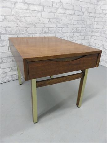 Vintage AMERICAN of MARTINSVILLE Mid-Century End Table