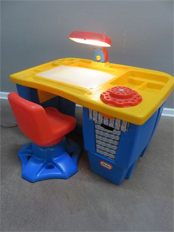 LITTLE TIKES Art Desk with Light
