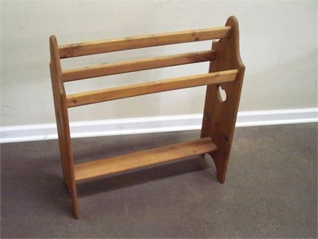 WOOD QUILT RACK WITH HEART CUTOUTS