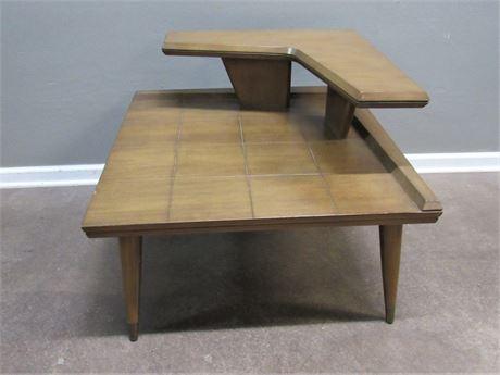 Gordon's Inc. Fine Furniture Mid Century Modern 2-Tier Side Table