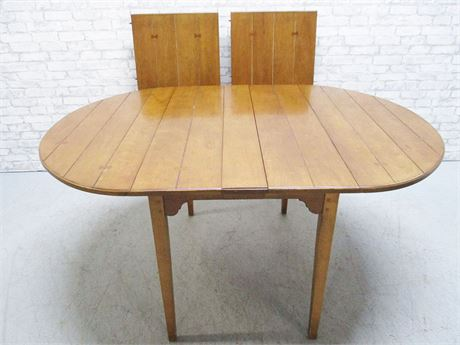 MID-CENTURY DINING TABLE WITH 2 LEAVES AND TABLE PADS
