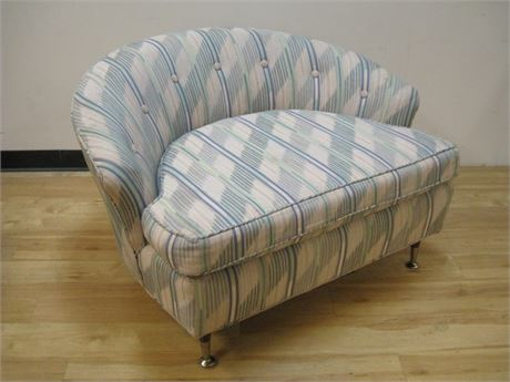 MODERN RETRO LOOK LARGE (WIDE) UPHOLSTERED ACCENT CHAIR