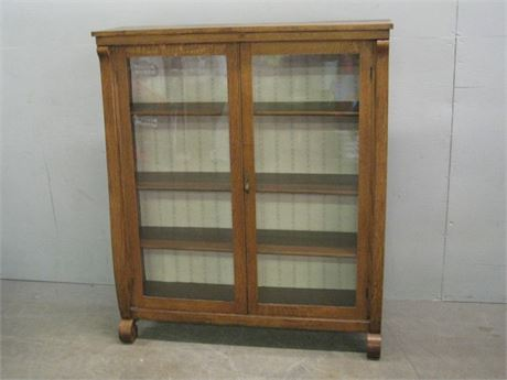 ANTIQUE HUTCH/DISPLAY CABINET WITH KEY