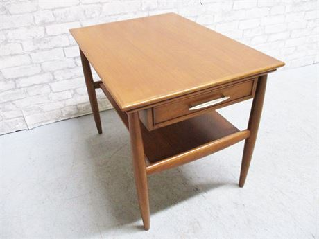 LOVELY HEKMAN SIDE TABLE WITH DRAWER