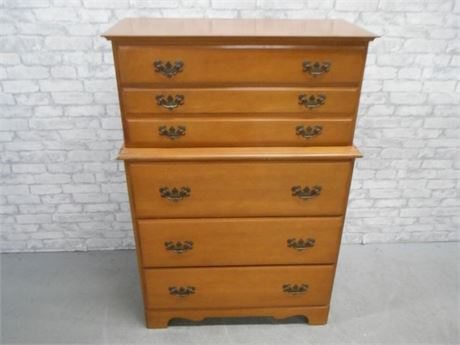 LINCOLN INDUSTRIES VIRGINIA HOUSE CHEST OF DRAWERS