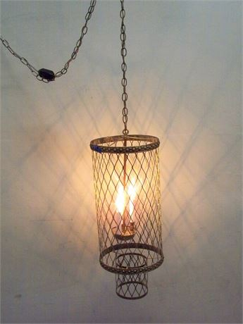 VINTAGE MID CENTURY WIRE MESH SWAG LAMP WITH GLASS PENDANTS