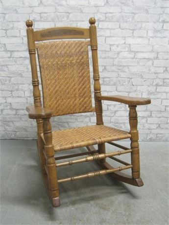 GREAT LOOKING LARGE VINTAGE/ANTIQUE ROCKING CHAIR