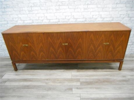 GREAT LOOKING MID CENTURY BUFFET