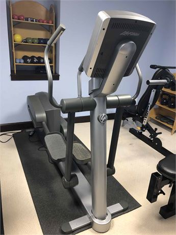 Life Fitness Elliptical Cross Trainer