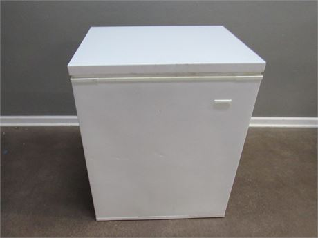 White Consolidated Chest Style Freezer