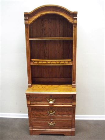 LEXINGTON FURNITURE RECOLLECTIONS OAK DISPLAY/HUTCH