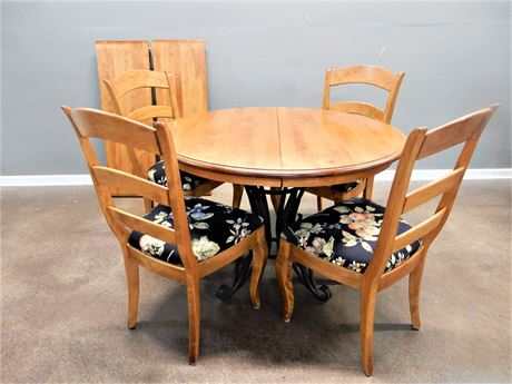 Nicholas & Stone Wood Dining Set / Table / Chairs (4)
