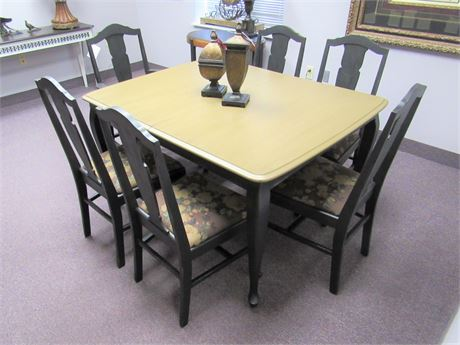 Great Looking Artisanal Dining Table with 6 Chairs
