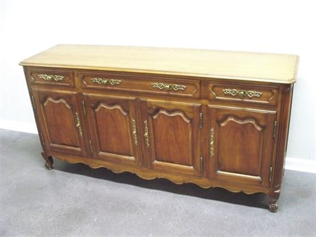NICE KINDEL FURNITURE BUFFET