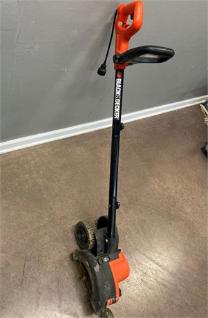 Black and Decker Electric Lawn Edger and Trimmer