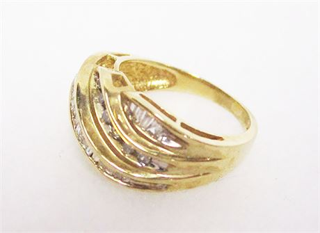 BEAUTIFUL SIZE 7 14K GOLD AND DIAMOND RING