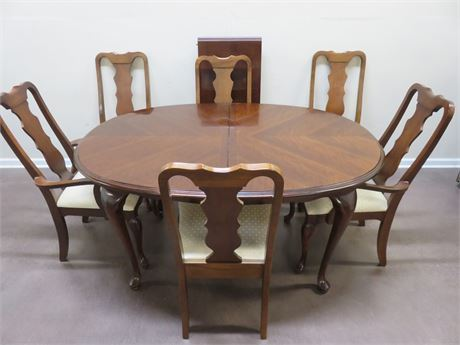 BROYHILL Queen Anne Cherry Dining Table Set