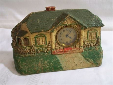 VINTAGE 1920'S BUNGALOW CLOCK BY THE DELUXE CLOCK MFG. CO.