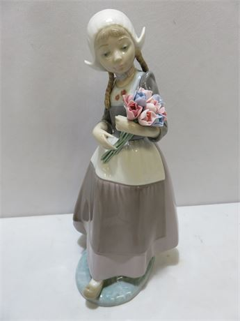 "LLADRO #5065 Dutch Girl ""Ingrid"" With Tulips"