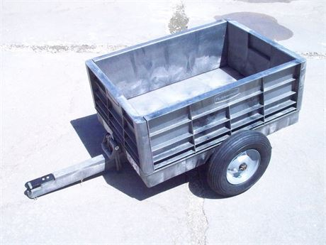 RUBBERMAID TRACTOR CART