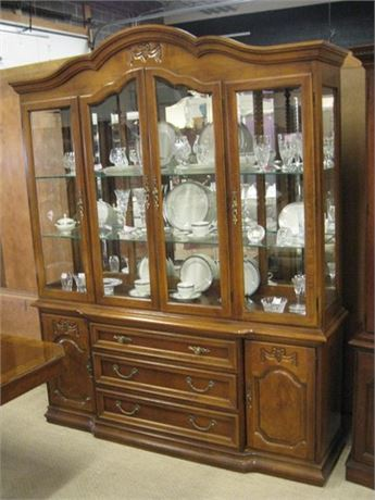 THOMASVILLE FURNITURE CHINA HUTCH WITH DOVETAIL DRAWERS