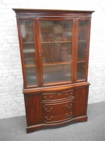 BEAUTIFUL VINTAGE BOW FRONT CHINA HUTCH