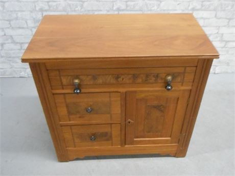ANTIQUE WASHSTAND/COMMODE WITH PIN AND COVE DRAWERS