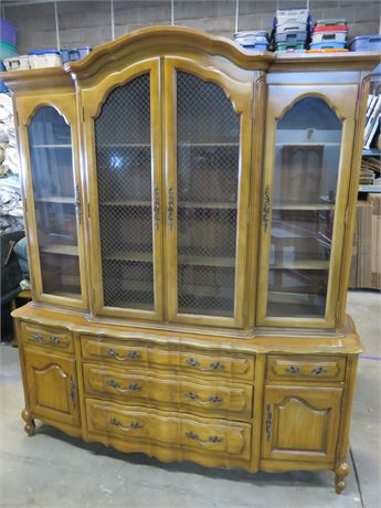 THOMASVILLE French Provincial China Hutch