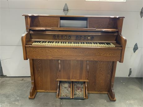 Antique Oak Pump Organ