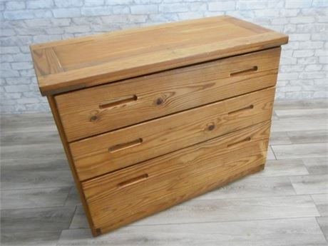 THIS END UP CLASSIC DRESSER
