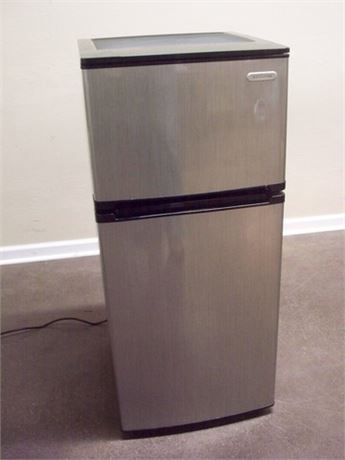 MAGIC CHEF VISSANI COMPACT STAINLESS LOOK REFRIGERATOR