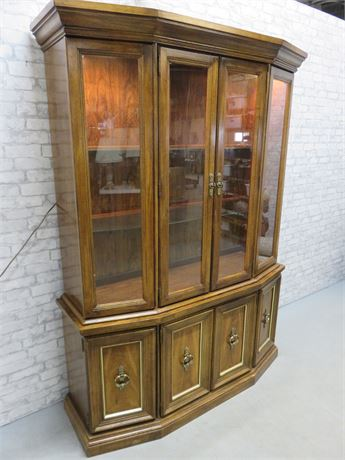 BROYHILL Lighted China Hutch