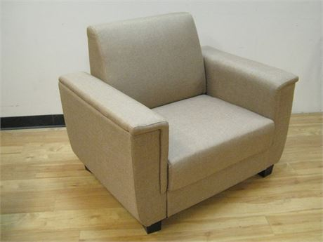 MODERN/CONTEMPORARY UPHOLSTERED OCCASIONAL CHAIR