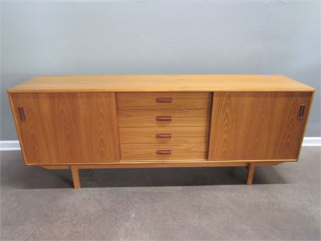 Mid Century Danish Modern Style Sideboard/Credenza