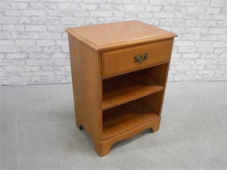 LINCOLN INDUSTRIES VIRGINIA HOUSE NIGHTSTAND