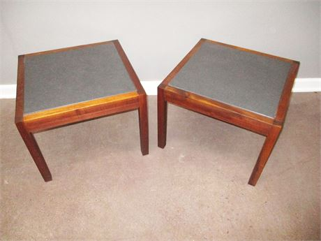 LOT OF 2 OCCASIONAL TABLES