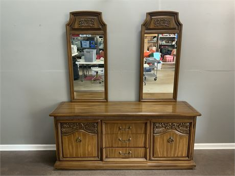 Dresser with (2) Mirrors
