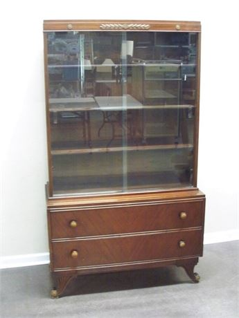 VINTAGE RWAY FURNITURE DISPLAY/CHINA HUTCH