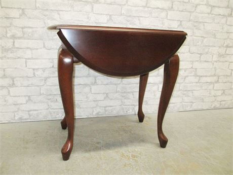 QUEEN ANNE DROP LEAF SIDE TABLE