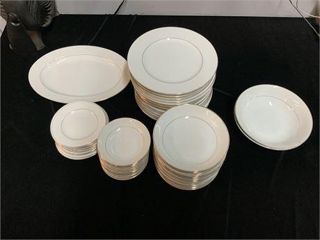 (48) Piece China Set