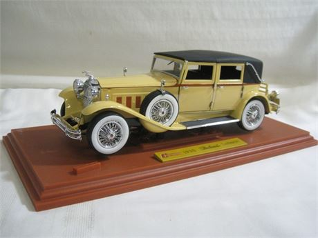 SIGNATURE MODELS CHARLESTOWN COLLECTIBLES 1930 PACKARD LEBARON 1:18 - 1 OF 2000