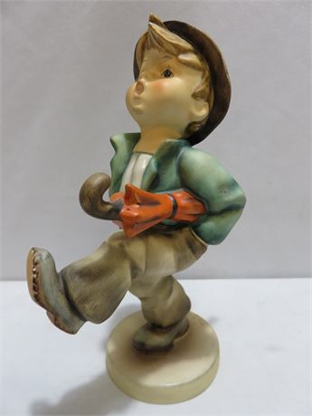 GOEBEL M.I. HUMMEL Happy Traveler Figurine