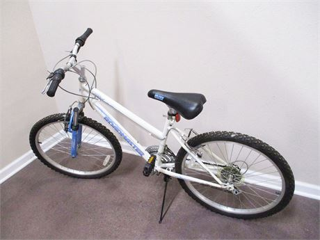 "WOMEN'S ROADMASTER 24"" 18-SPEED MOUNTAIN SPORT BIKE"