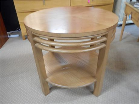 LARGE STANLEY FURNITURE ROUND END/SIDE TABLE