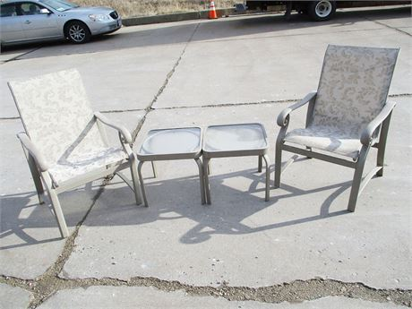 LOT OF 2 PATIO CHAIRS AND 2 SIDE TABLES