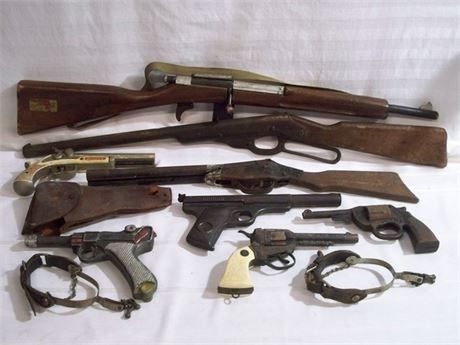 VINTAGE TOY GUN LOT - 8 GUNS