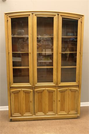 Glass Door Dining Hutch with Display Grooves