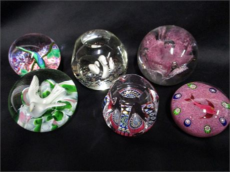 LOT OF GLASS PAPER WEIGHTS