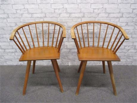 PAIR OF MID-CENTURY DINING CHAIRS - RUSSEL WRIGHT FOR CONANT BALL