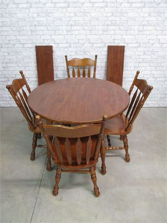 "COCHRANE ""MAPLE"" DINING TABLE, 4 CHAIRS, AND 2 LEAVES"